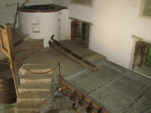Lacock Abbey Brewhouse: tino di cottura e vasca di raffreddamento